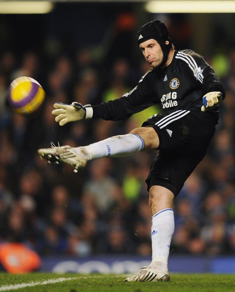 Petr Cech, el arquero que superó una fractura de cráneo, anunció ...
