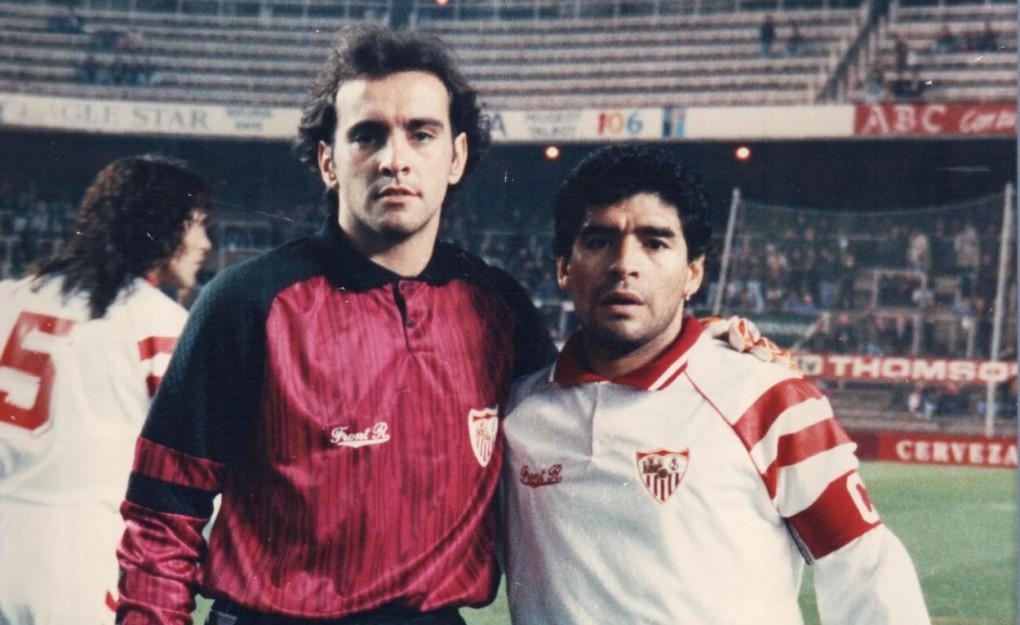 Monchi y Maradona compartieron vestuario en 1992-1993 en el Sevilla FC.
