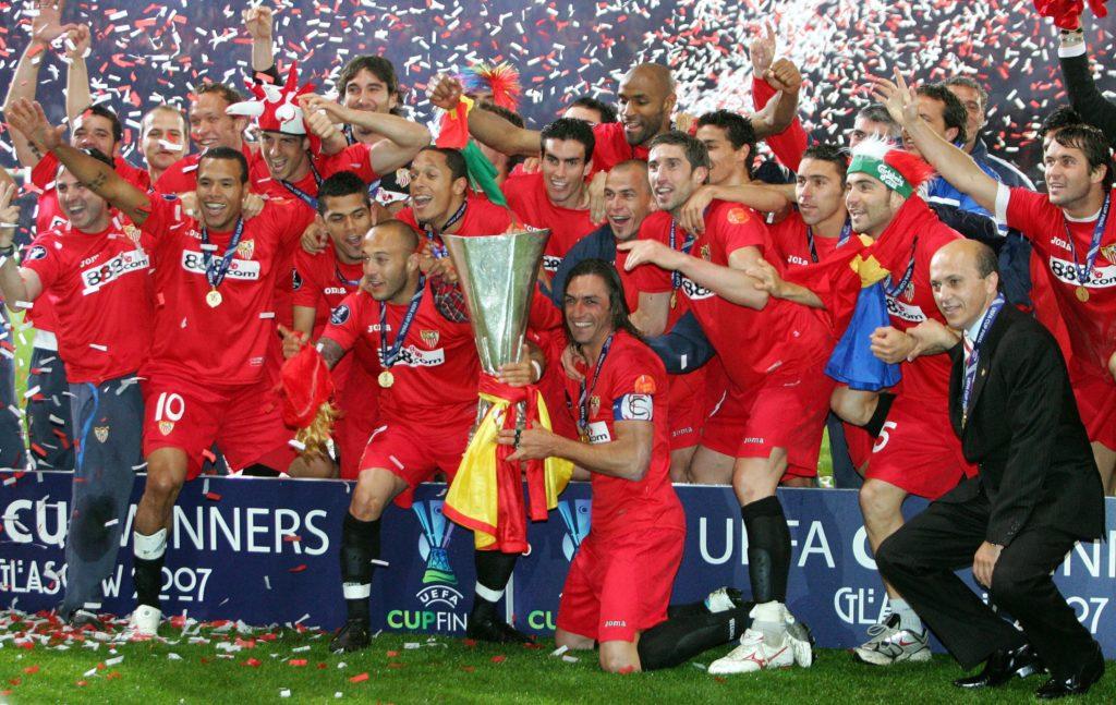 El Sevilla FC se corona como campeón de la UEFA Europa League por segundo año consecutivo en la temporada 2006/07 al vencer al Espanyol.
