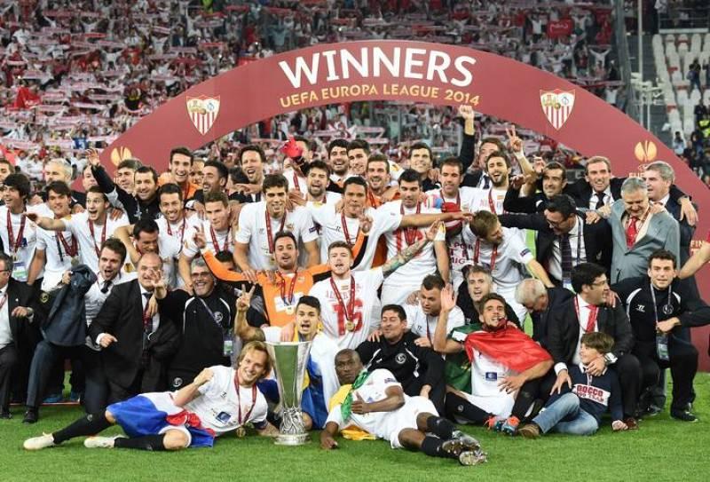 El Sevilla FC logra hacerse con su tercera UEFA Europa League la temporada 2006/07 al vencer al Benfica.