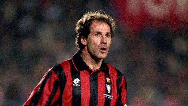 Franco Baresi, el líder táctico del Milan de Sacchi, en un partido de la Copa de Europa.