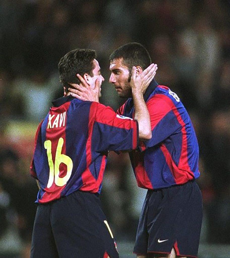 Xavi y Guardiola celebrando un gol juntos en el primer equipo del FC Barcelona.