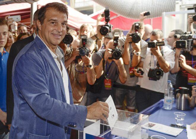 Joan Laporta, candidato a presidente del Barça, votando en las elecciones del 2015.
