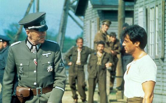 Max von Sydow y Sylvester Stallone en Evasión o victoria.