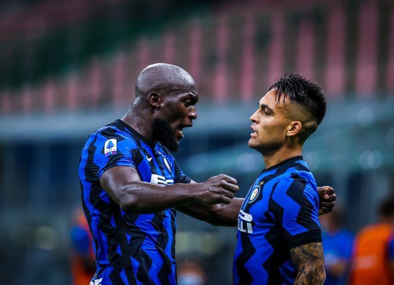 Lukaku y Lautaro Martínez celebrando un gol del Inter de Milán   Fuente: El País