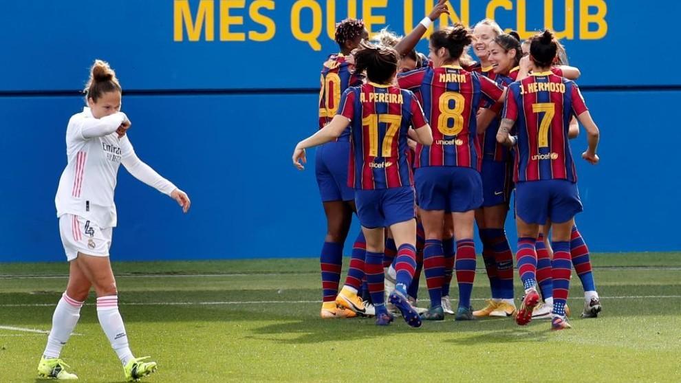 Las jugadoras del Barça femenino celebran un gol ante el Real Madrid (4-1) Fuente: EFE