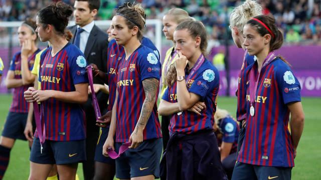 Las jugadoras del Barça femenino después de recibir las medallas de subcampeonas de Europa. Fuente: Reuters