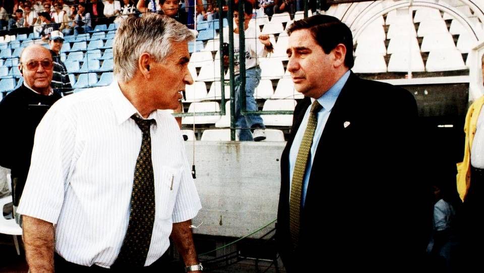 Arsenio y Lendoiro delante del túnel de vestuarios. Artíficies del Superdepor  Fuente: La voz de Galicia, Xose Castro