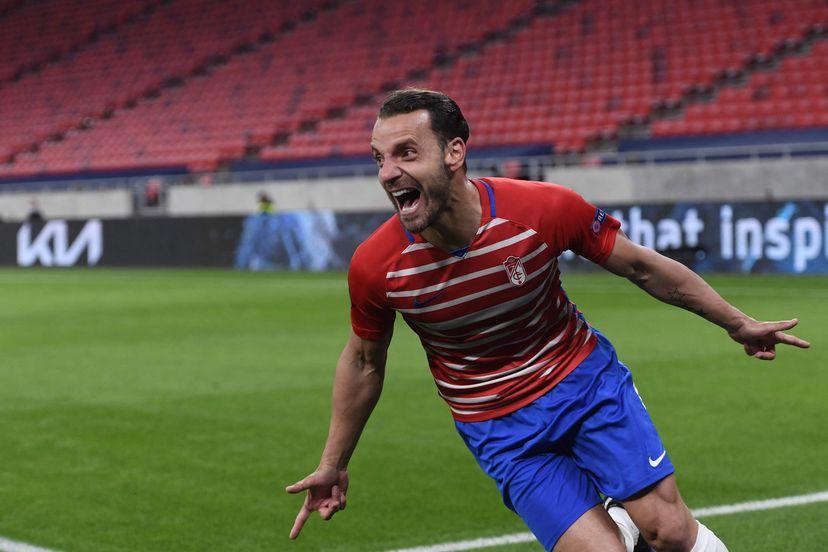 Roberto Soldado celebrando su gol ante el Molde que certificaba el pase del Granada CF a cuartos de final. Fuente: Attila Kisbenedek / AFP