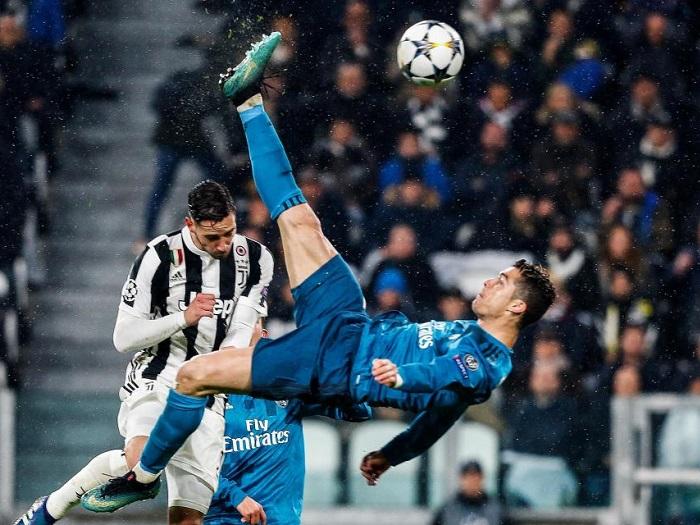 Cristiano Ronaldo realizando una chilena para anotar un gol frente a la Juventus en los cuartos de final de la UCL. Delanteros con 35 años o más.  Fuente: La Cuarta