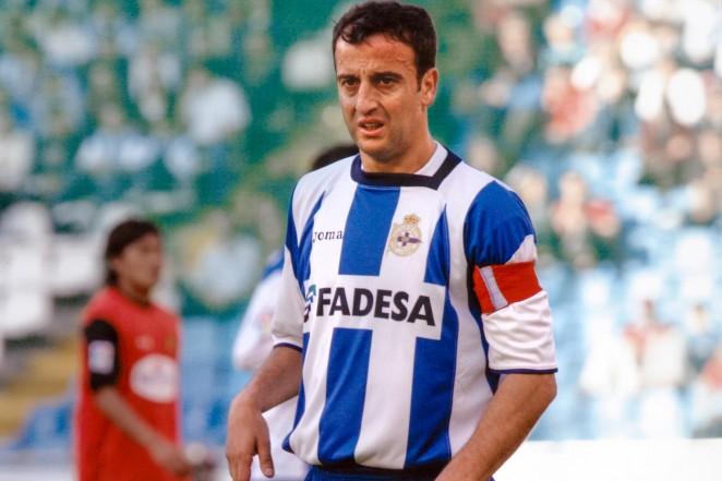 """Fran Gozález, """"O Neno"""", disputando un partido en la década de los 90 con el Deportivo de la Coruña. Superdepor Fuente: rcdeportivo.es"""